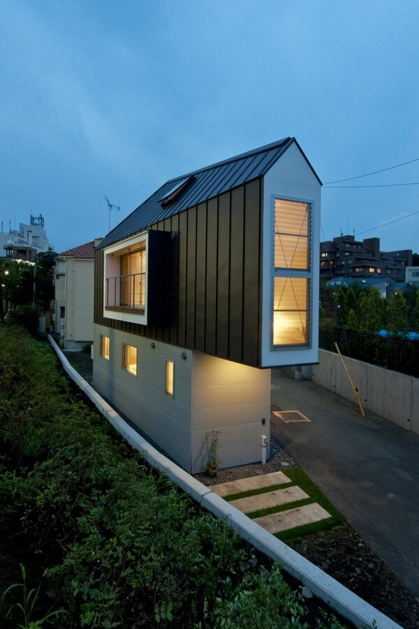Cool small house from japan for Cool little houses