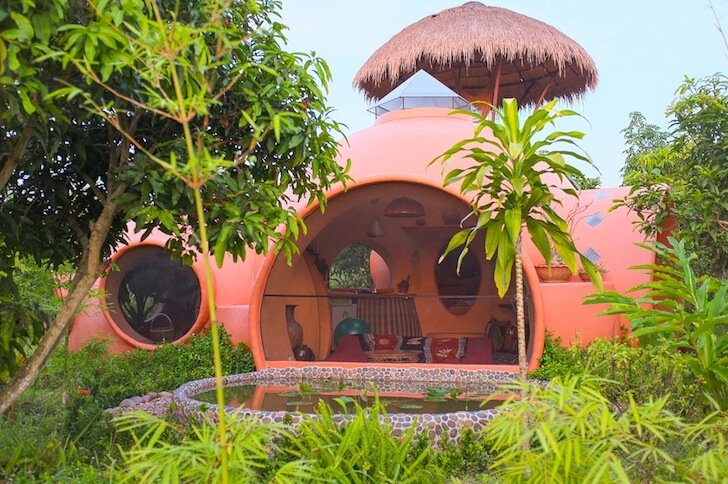 A dome home in thailand that costs just 8 000 to build for Thailand houses pictures