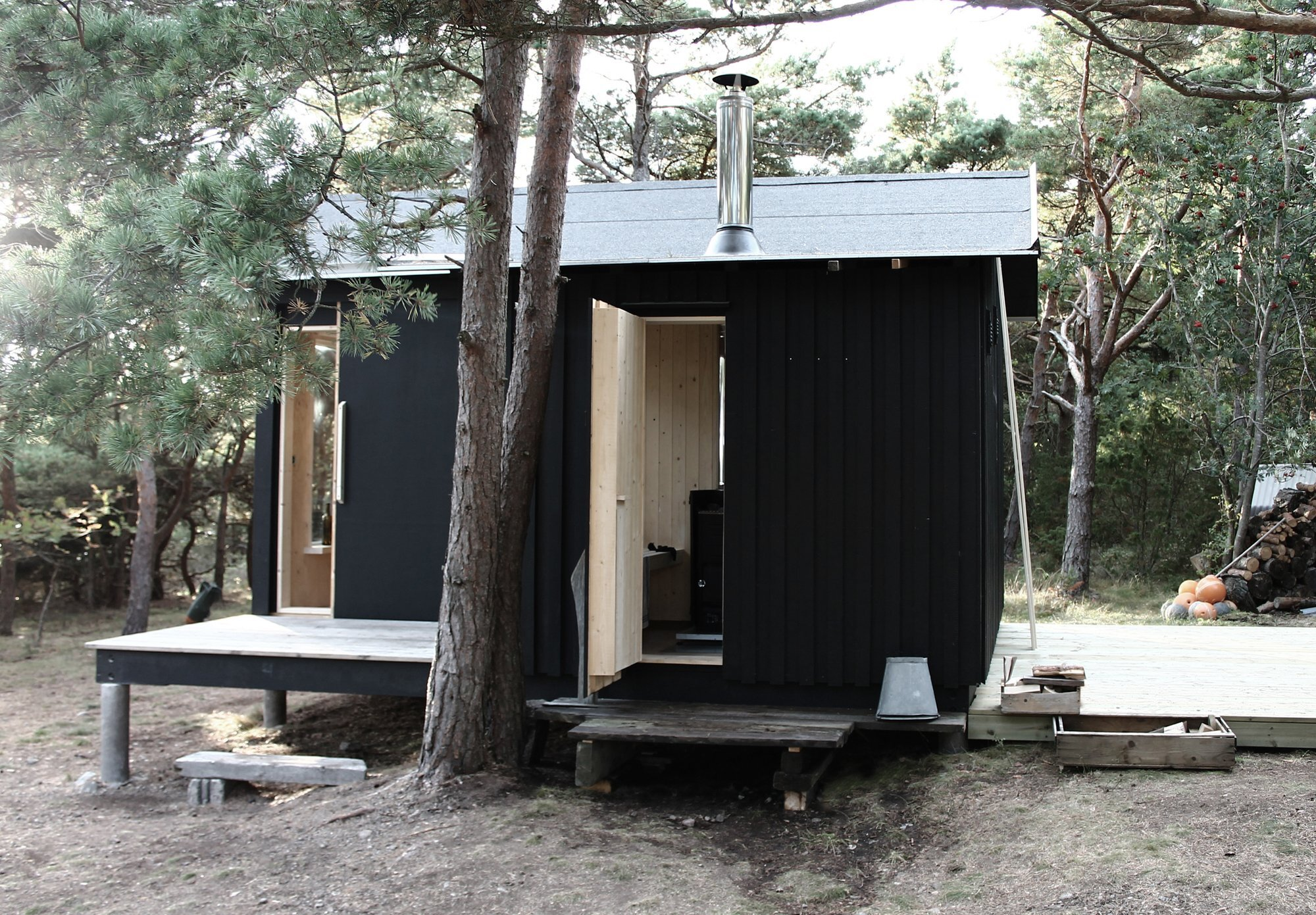 A small cabin in the woods by septembre architecture for Building a small cabin in the woods