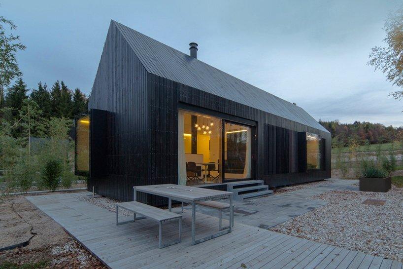 Format Elf Langhauser - Im Hofgut Hafnerleiten - Small House - Exterior - Humble Homes