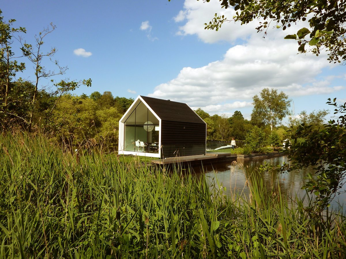 A tiny house set on a lake in the netherlands for Tiny house architects