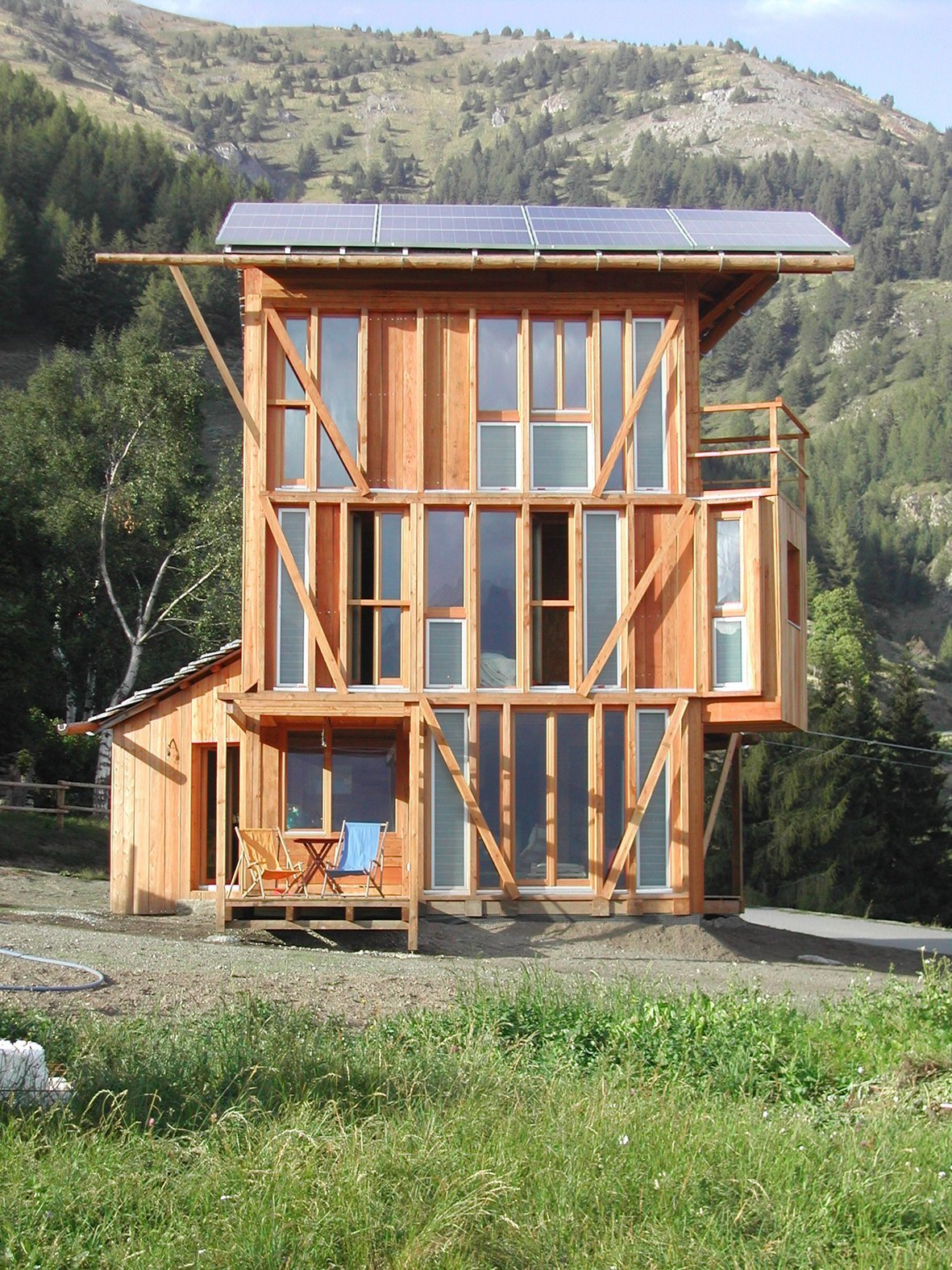 A Small House Designed To Take Advantage Of Solar Energy