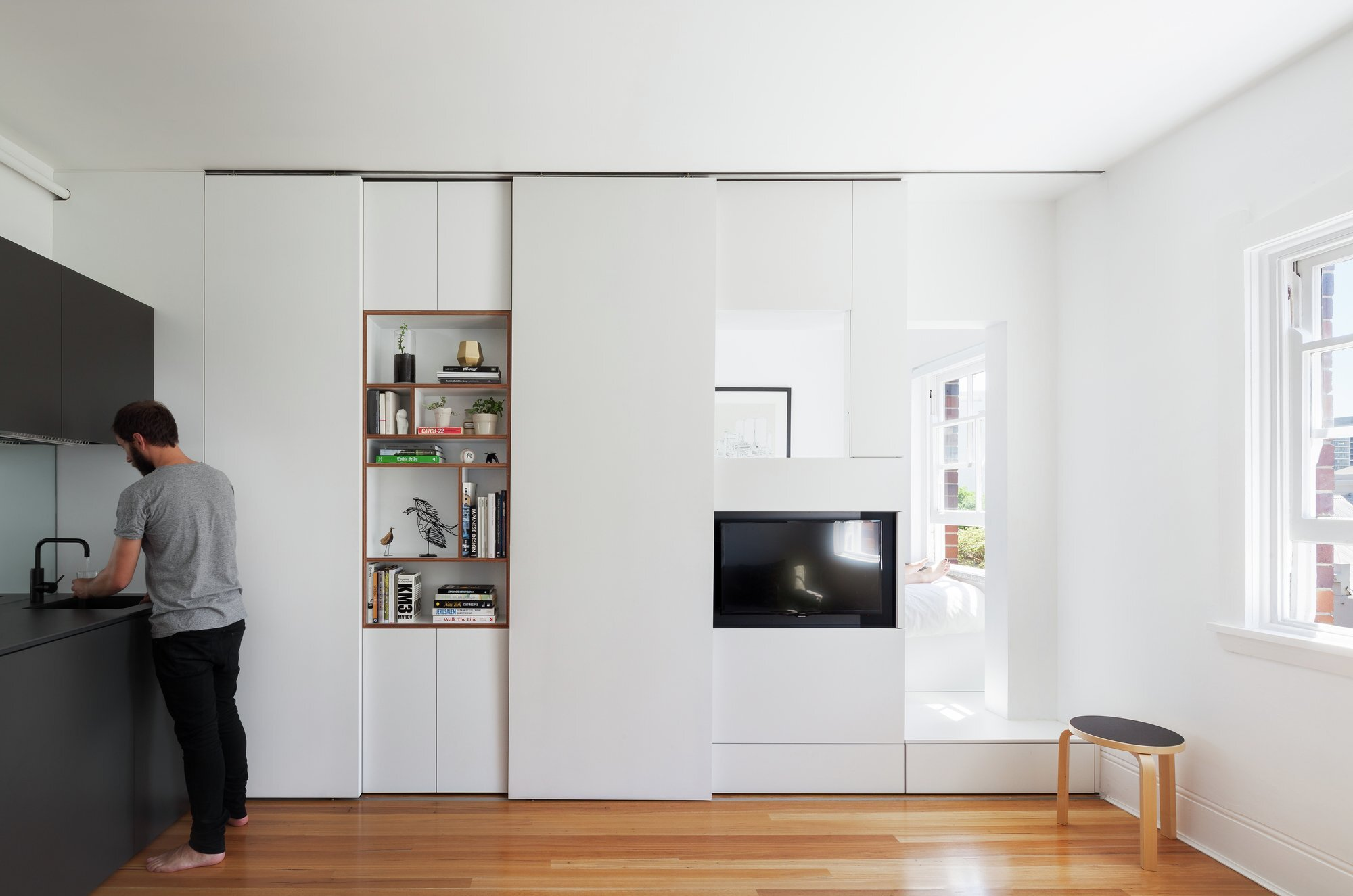 Darlinghurst apartment a tiny flexible and functional home for Tiny apartment