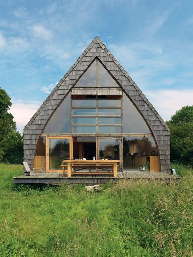 A charming off grid diy cabin in france by jean barache for Green living homes
