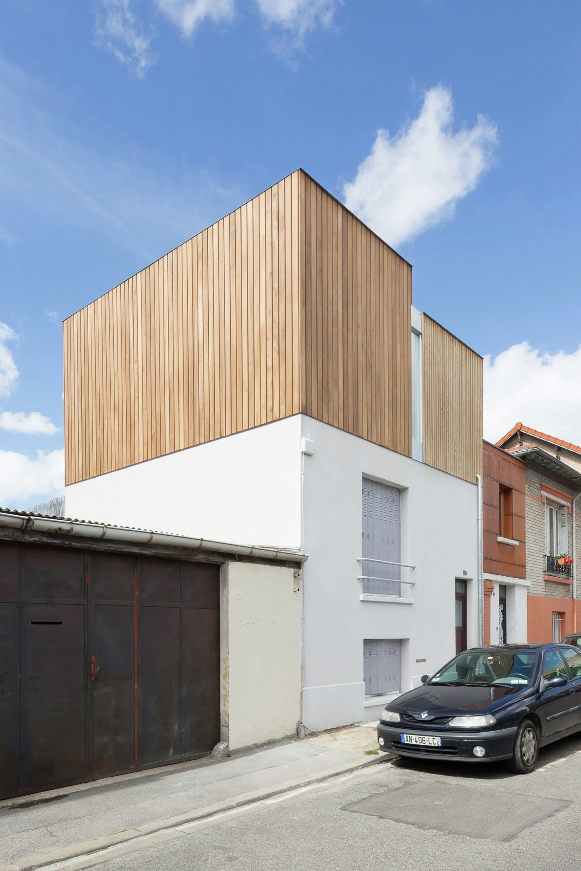 Urban beat a small 80 square meter home renovation in france for Home renovation
