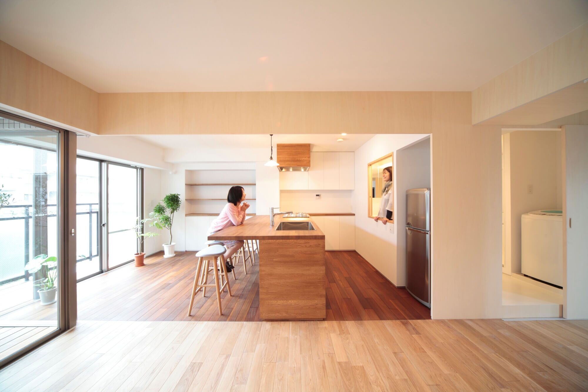 Camp design transform a kobe apartment to create flexible for Apartment interior design japan