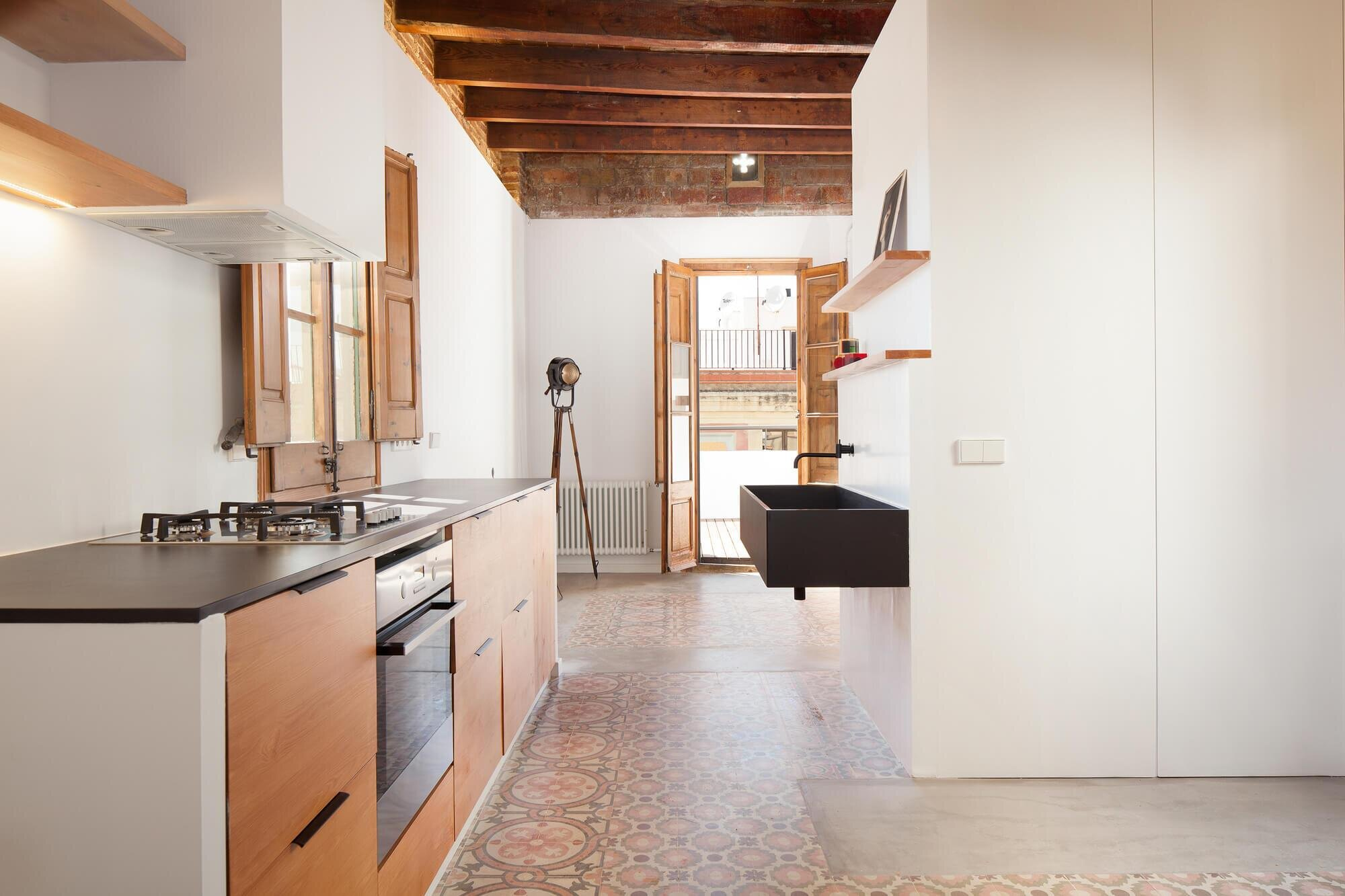 A53 Restore And Update An Old Barcelona Apartment To A