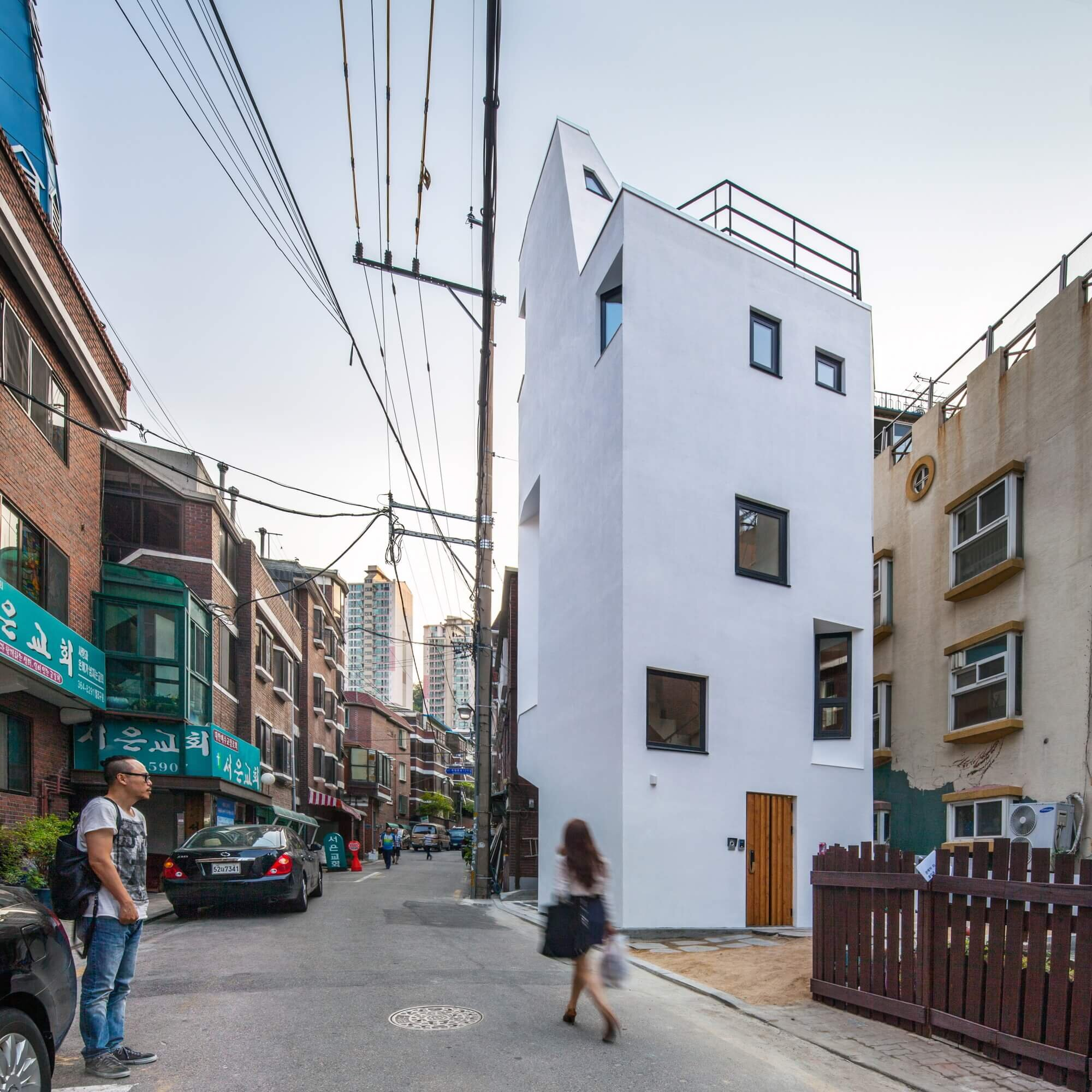 Crevice house from seoul goes upwards instead of outwards - Mansions in south korea ...