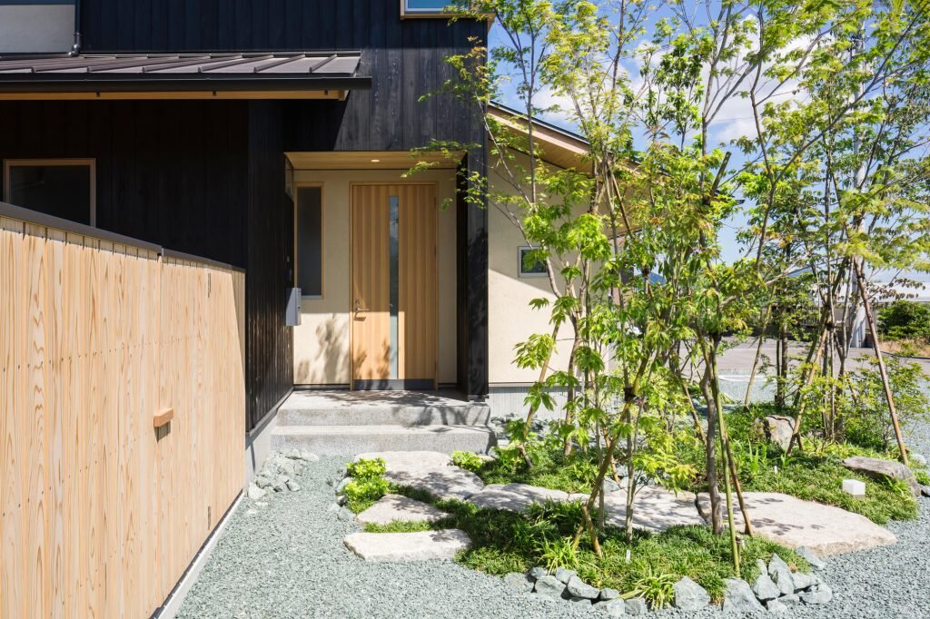 House-that-Coexists-with-the-Landscape-Takashi-Okuno-Japan-4-Humble-Homes