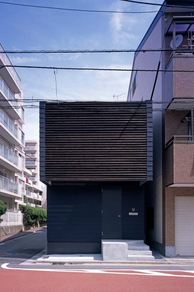 Slide-House-APOLLO-Architects-amp-Associates-Japan-4-Humble-Homes
