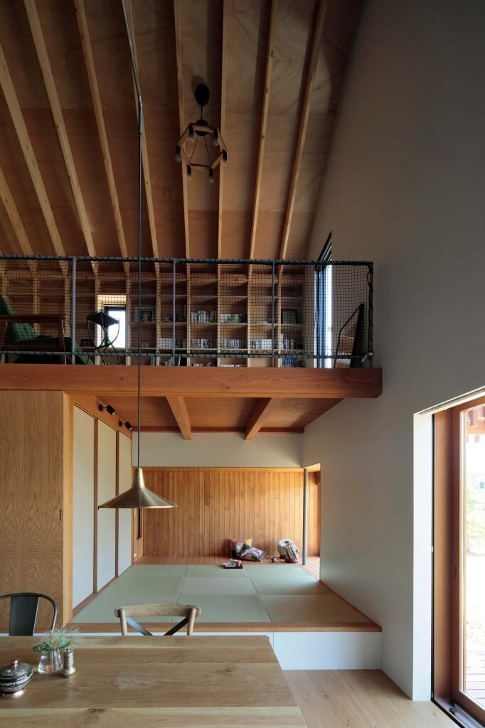tab house is largely composed of a single main room it contains the kitchen dining room living room and a japanese room the smaller areas that are