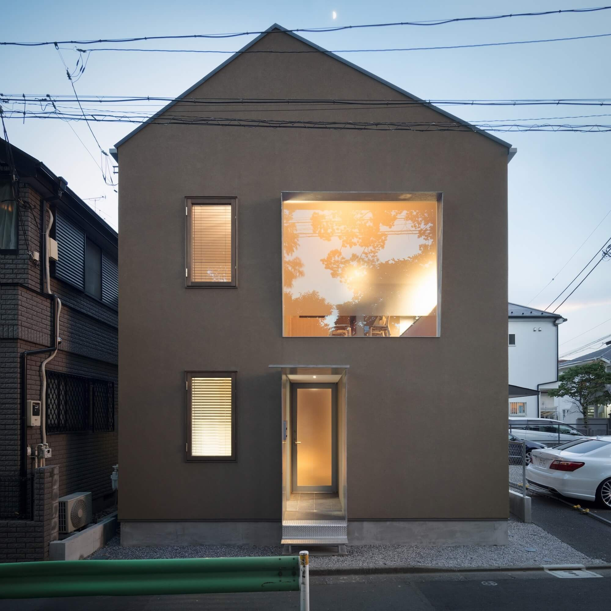Humble House: CASE-REAL Create A Private Family Home On An Exposed Tokyo