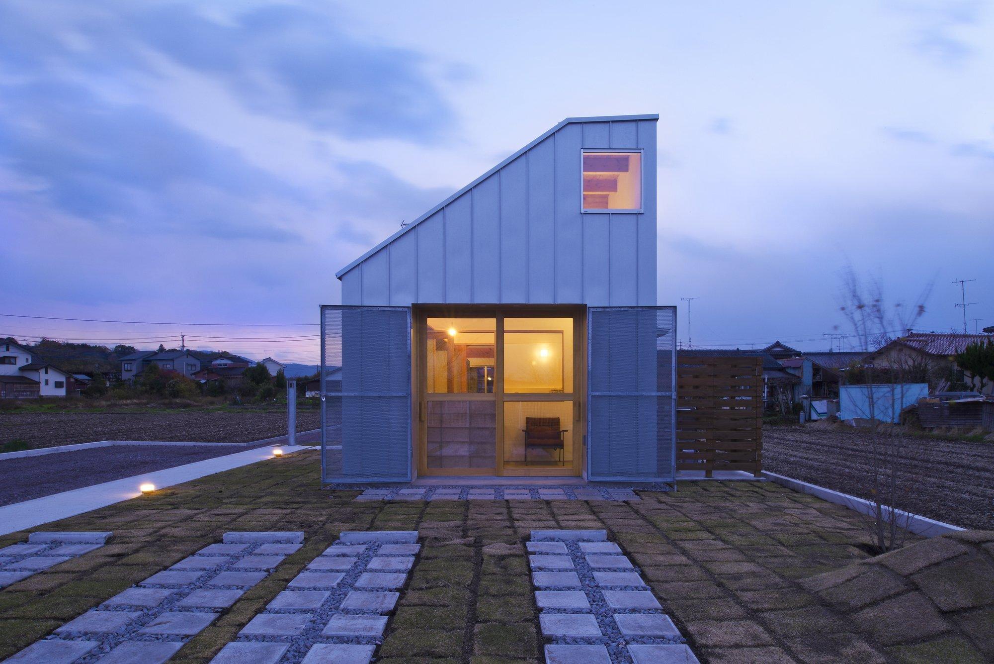 Small Japanese House by Naoko Horibe