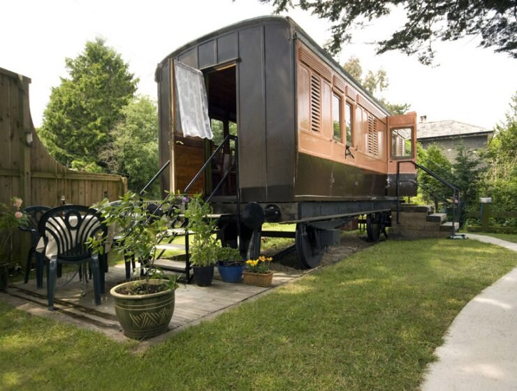 Old Luggage Carriage Conversion - Cornwall UK - Humble Homes