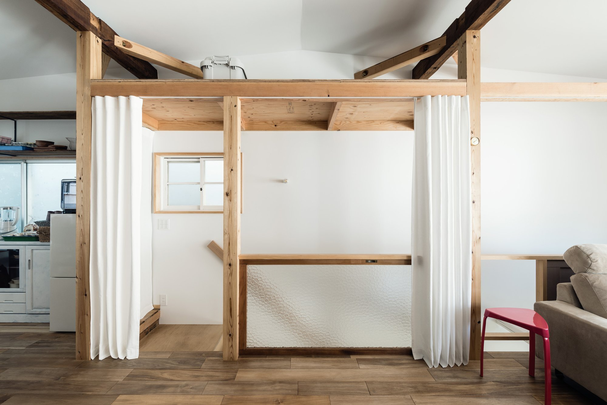 Re-Toyosaki - A Small Japanese Town House Revamp in Osaka