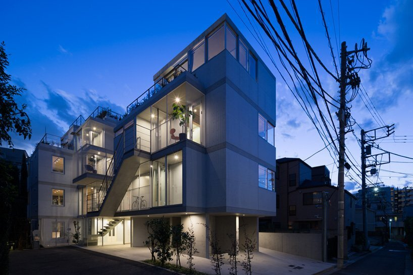 A Modern Apartment Block in Nishiazabu by SALHAUS