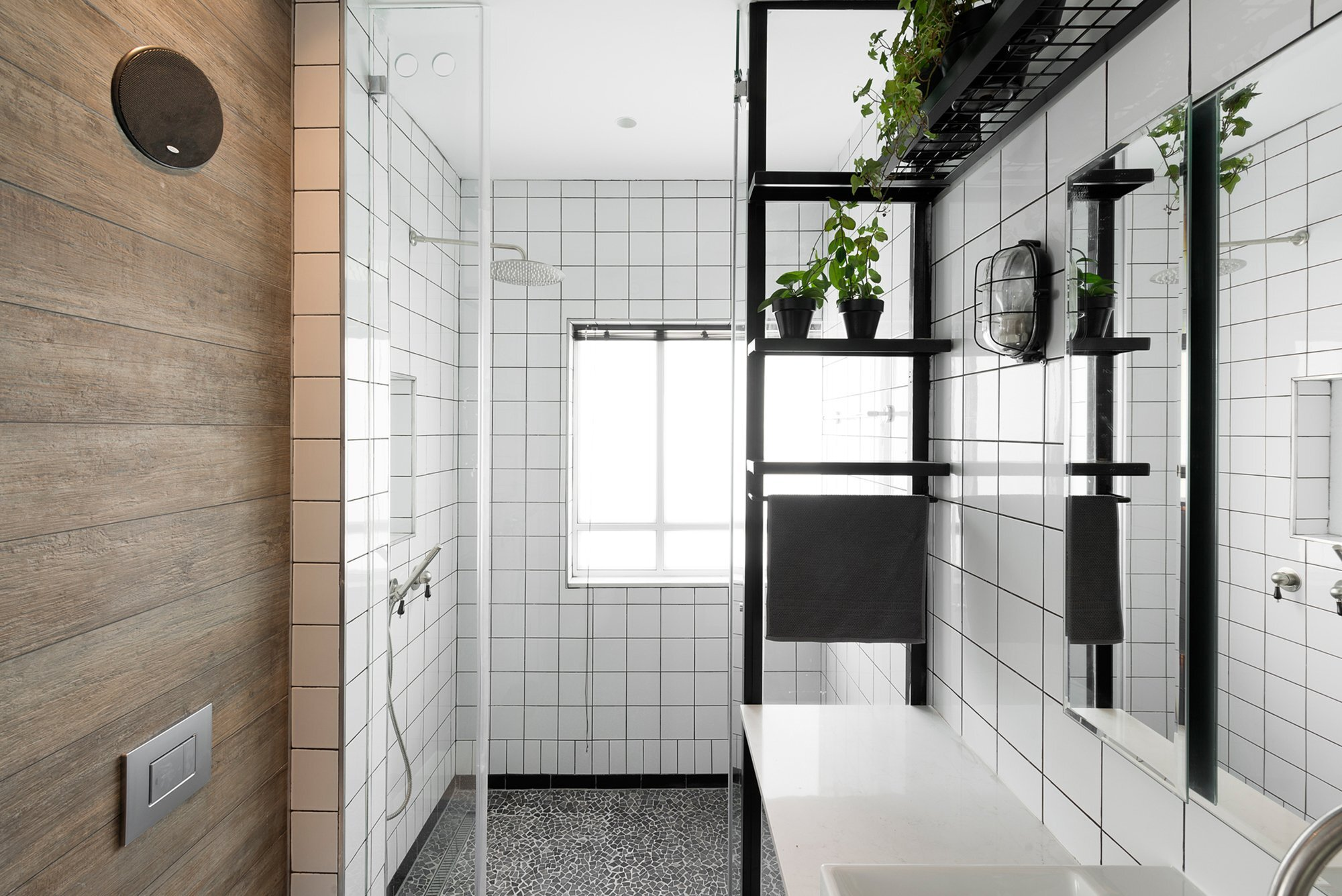 Raanan Stern S Bauhaus Inspired 800 Square Foot Apartment