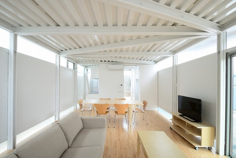 Boundary House - A Cost-Effective Steel Frame House by Niji Architects