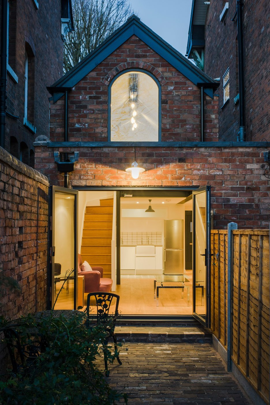 Tiny Victorian Coach House Gets A Modern Revamp By Intervention Architects