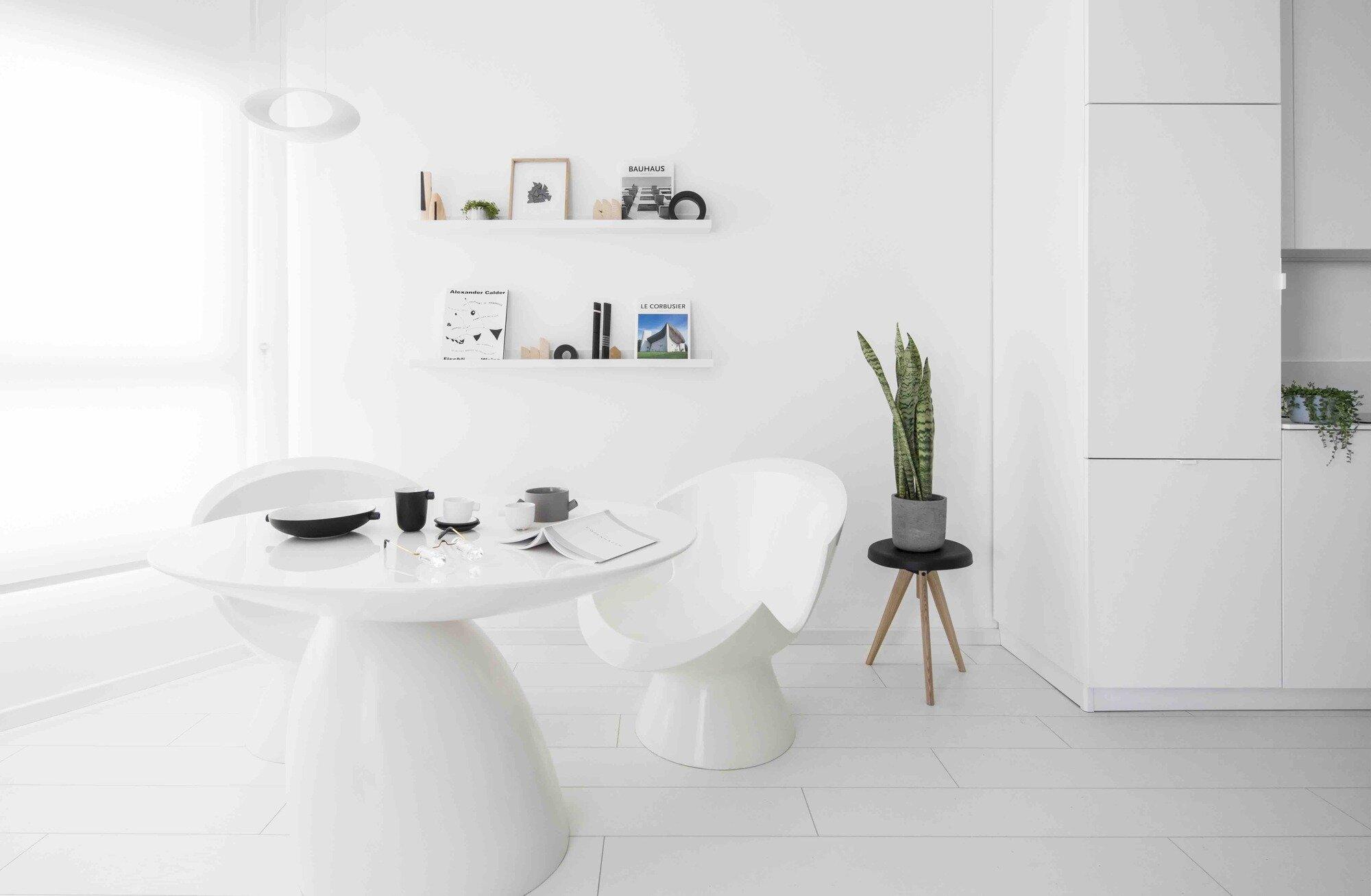 Yael Perry Creates a Minimalist All-White Apartment in Tel Aviv