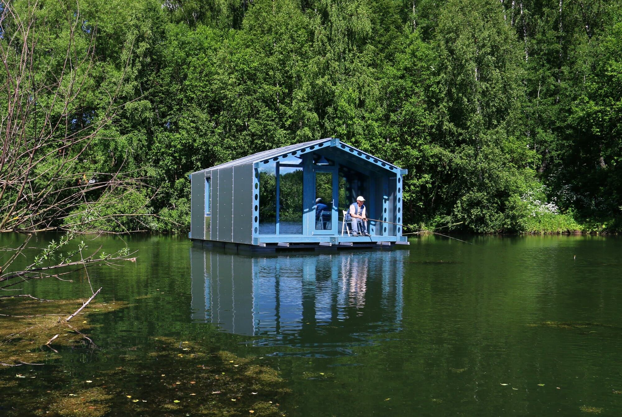Tiny House Architecture: A 179-Square-Foot Floating Tiny House From Moscow
