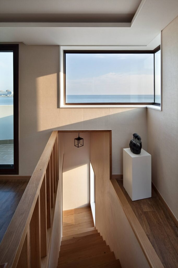Half House - A Contemporary Small Home Overlooking the Sea