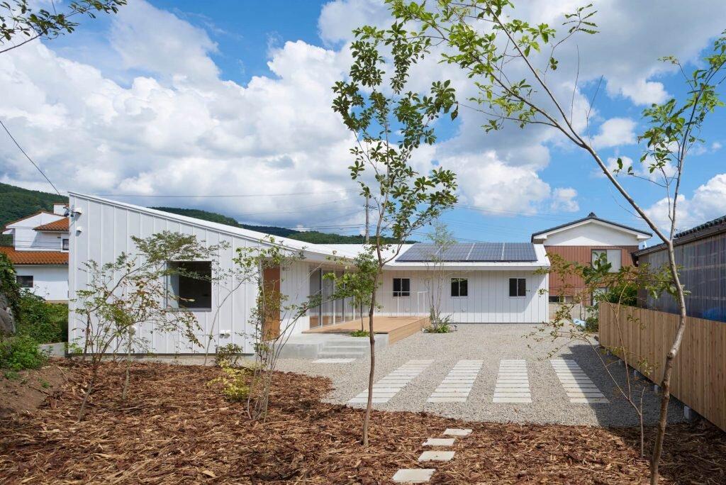 House-Komoro-KASA-ARCHITECTS-Japan-10-Humble-Homes