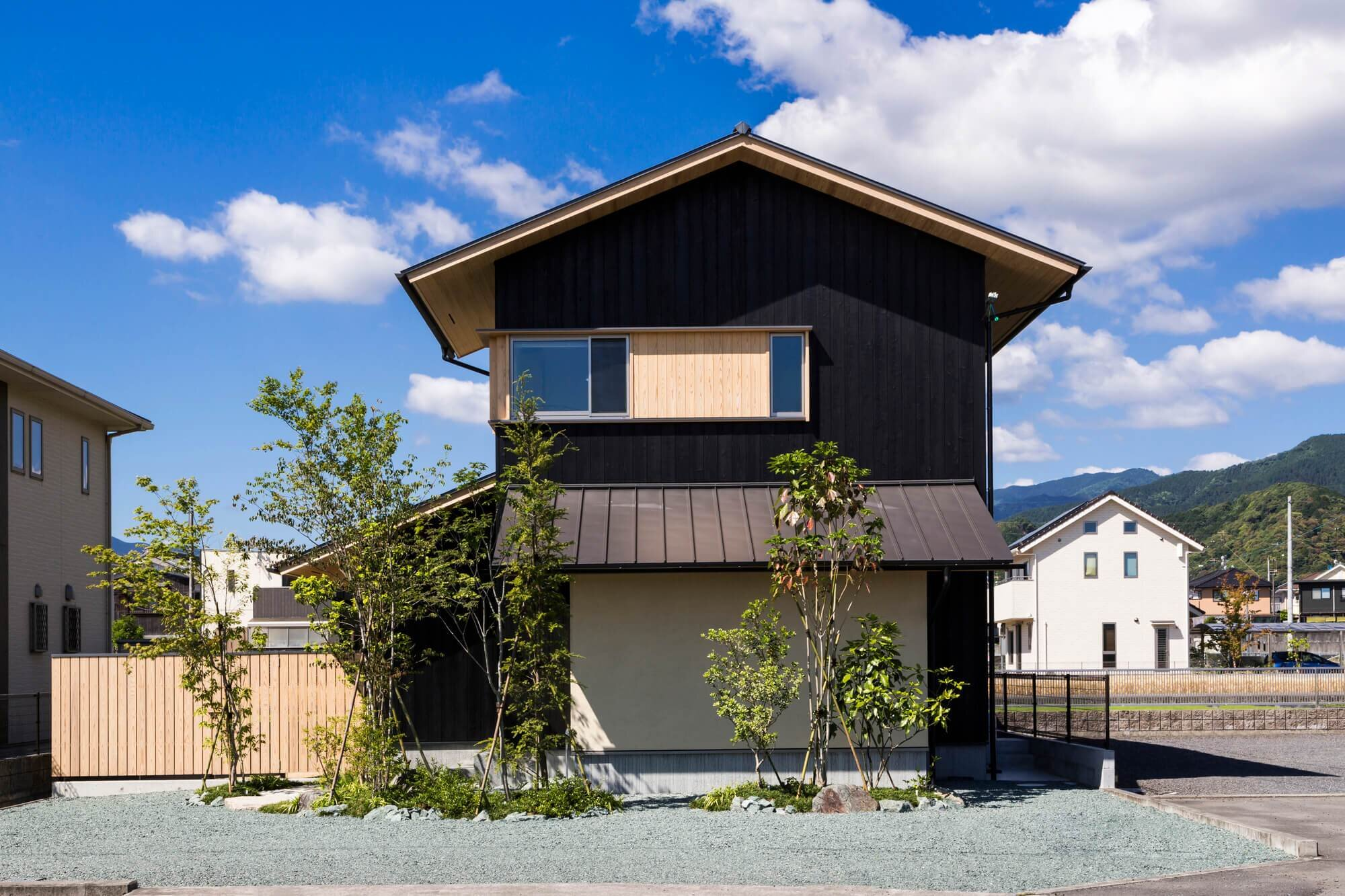 Takashi Okuno Designs a House that Allows the Owners to ...
