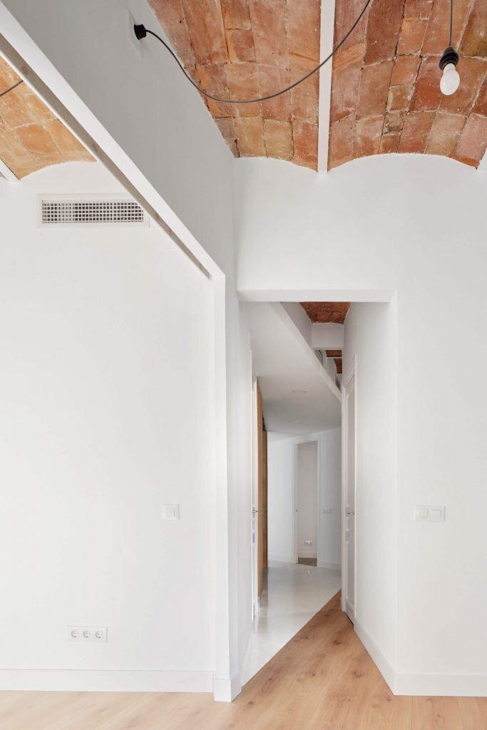 Refurbishment-of-an-Apartment-in-Barcelona-Allaround-Lab-Spain-11-Humble-Homes