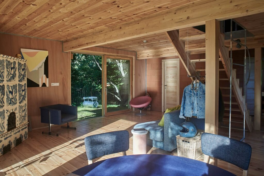 The-Graphic-Designer's-House-Architecture-Uncomfortable-Workshop-Hungary-18-Humble-Home