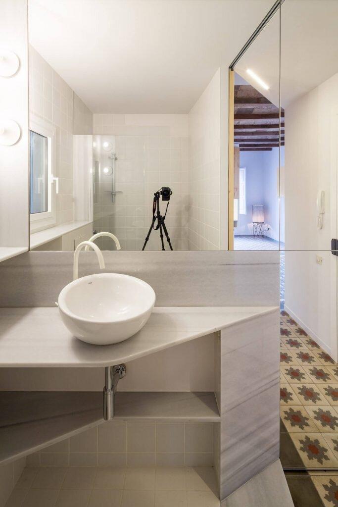 Dos-de-Maig-Apartment-AMOO-Spain-5-Humble-Homes