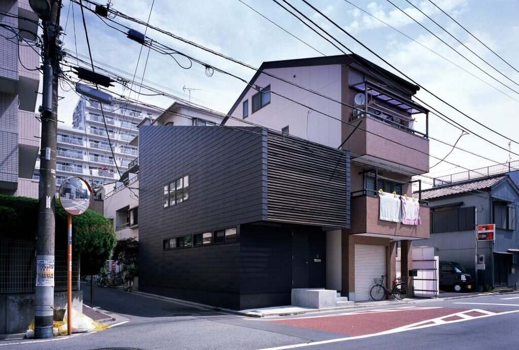 Slide-House-APOLLO-Architects-amp-Associates-Japan-0-Humble-Homes