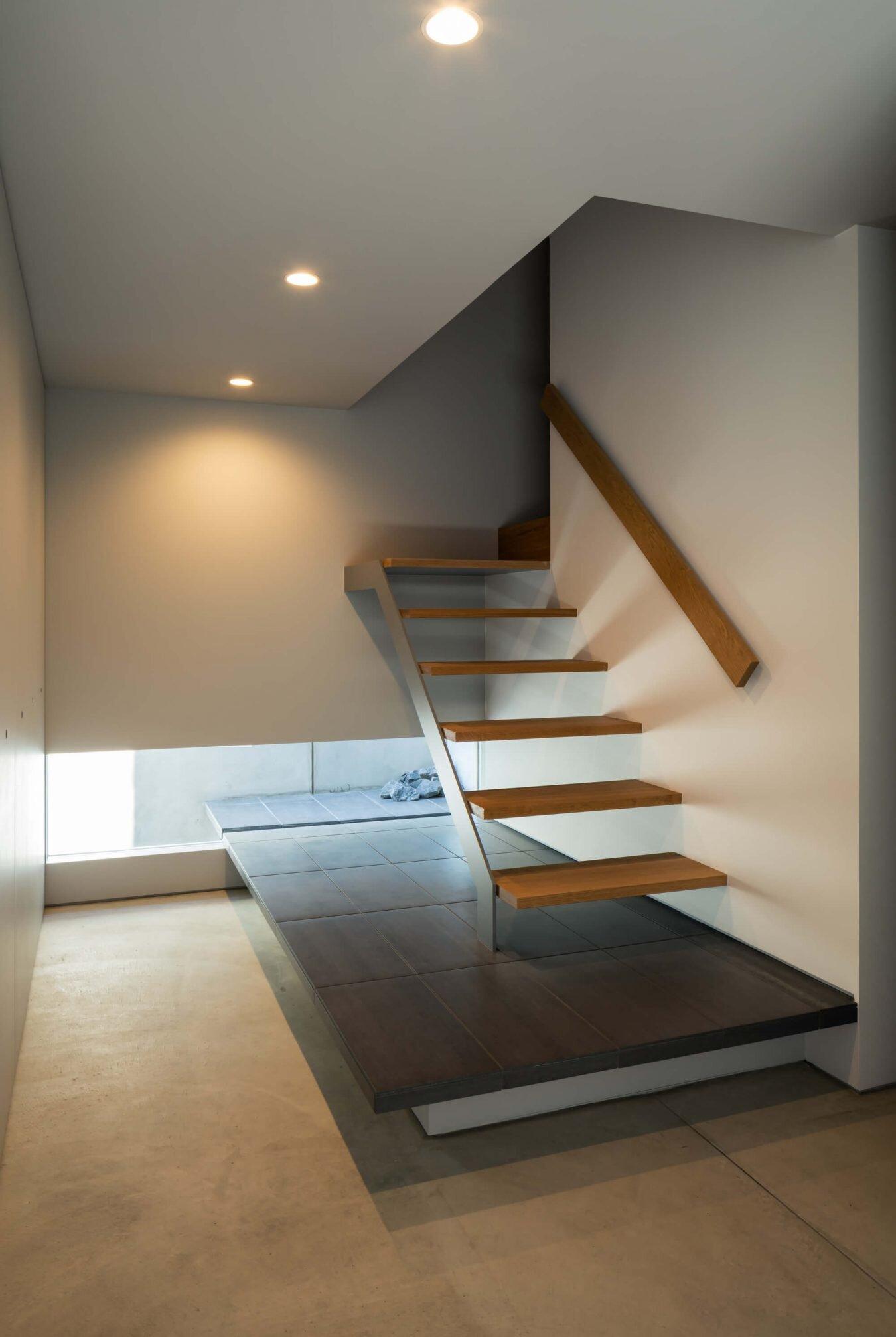 Horibe Associates Create a Home for a Car Enthusiast in Japan