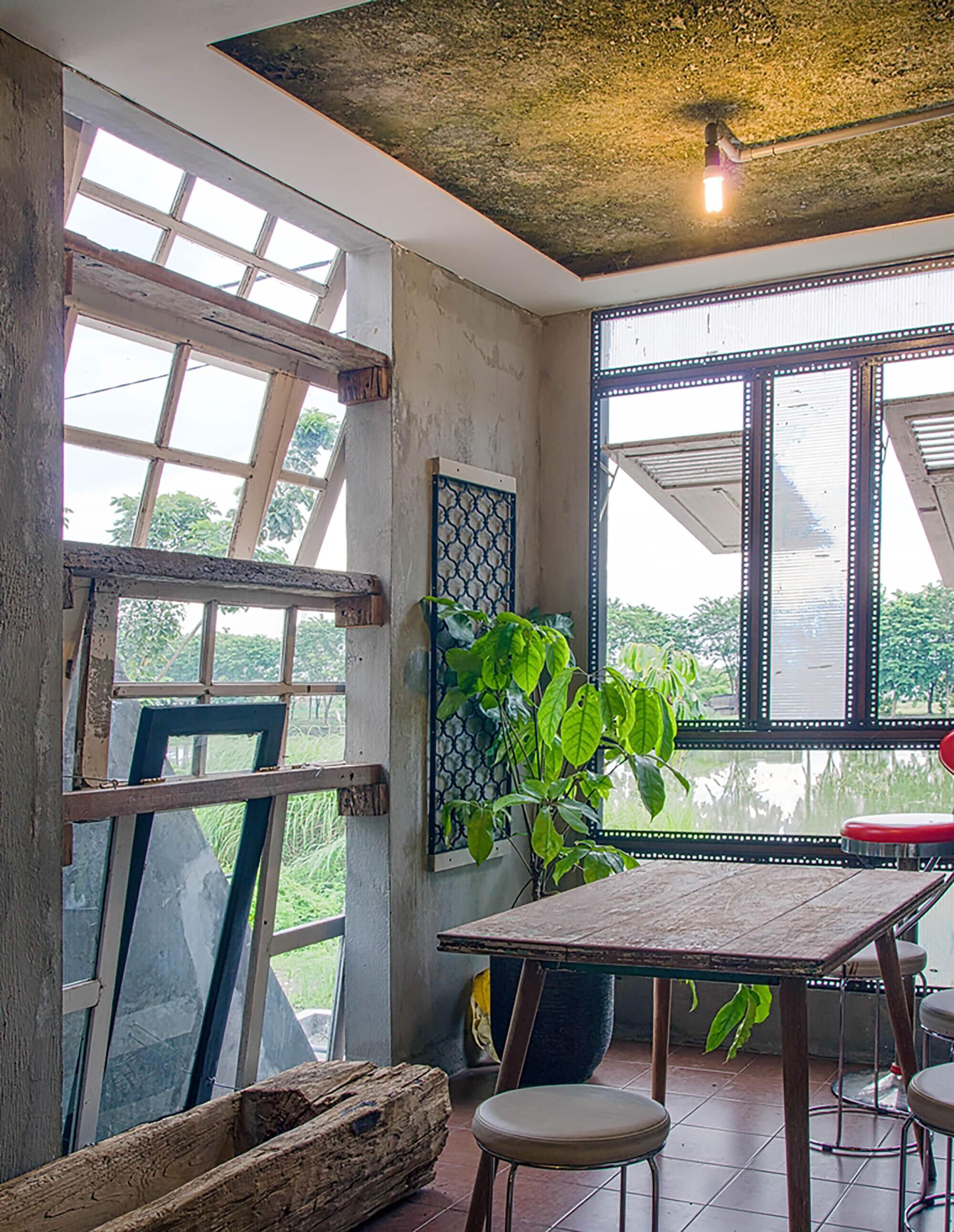 The-Obsolete-House-Omah-Amoh-Gayuh-Budi-Utomo-Indonesia-28