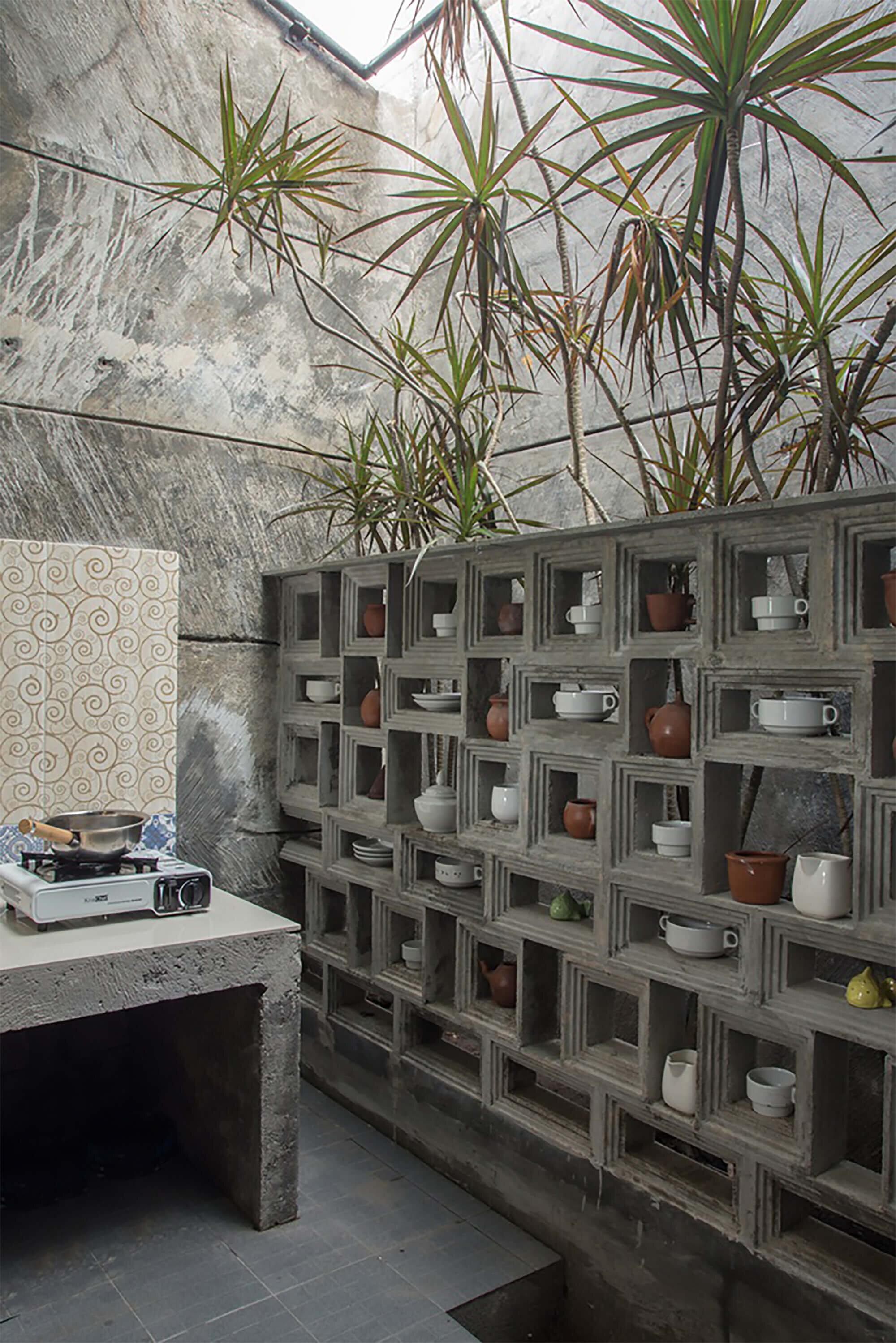 The-Obsolete-House-Omah-Amoh-Gayuh-Budi-Utomo-Indonesia-29