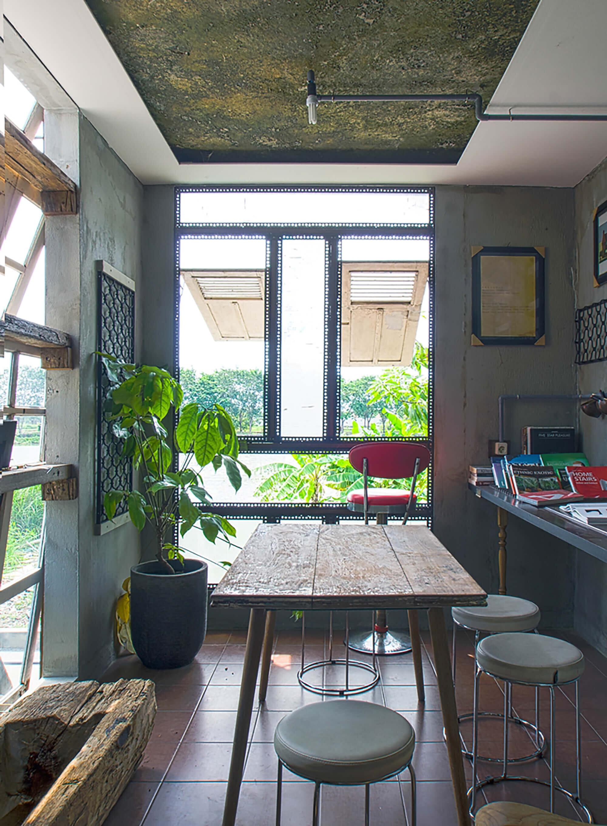The-Obsolete-House-Omah-Amoh-Gayuh-Budi-Utomo-Indonesia-3