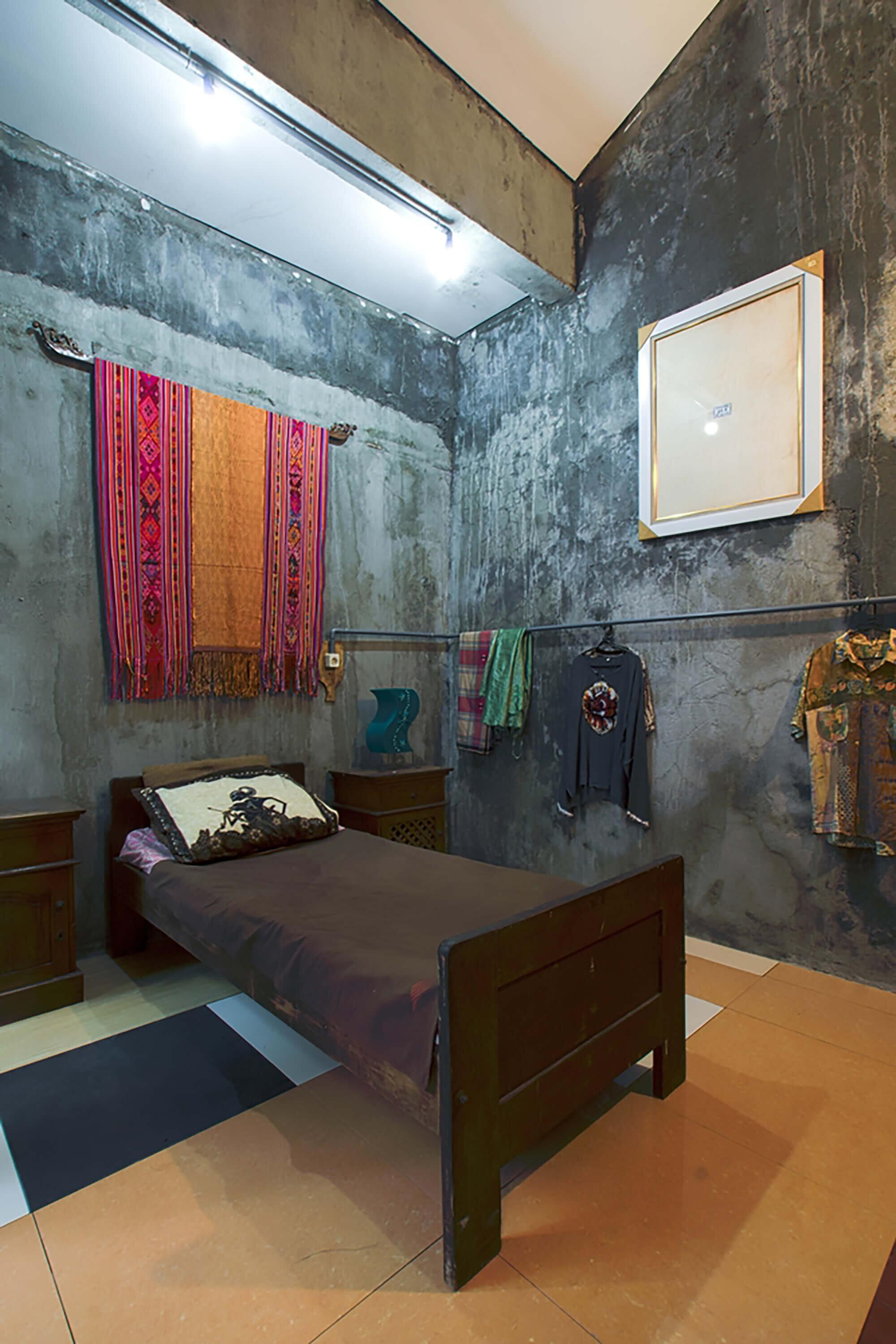 The-Obsolete-House-Omah-Amoh-Gayuh-Budi-Utomo-Indonesia-5