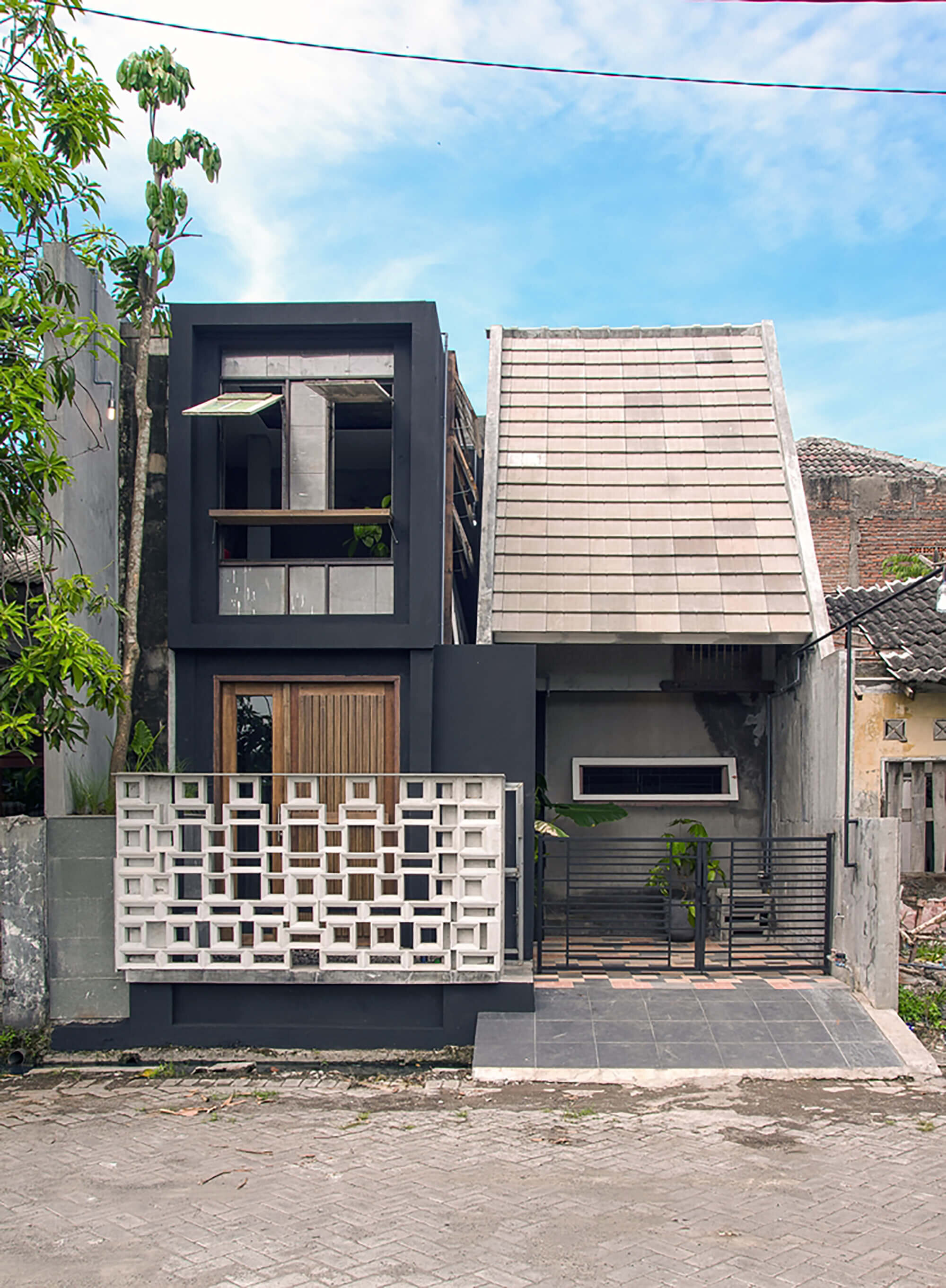 The-Obsolete-House-Omah-Amoh-Gayuh-Budi-Utomo-Indonesia-7