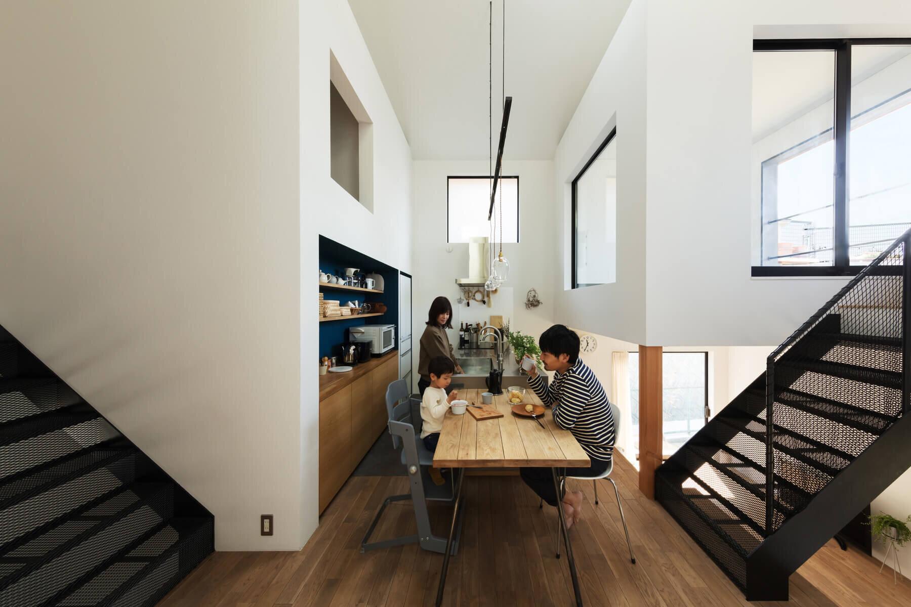Crossroad-House-YYAA-Japan-1